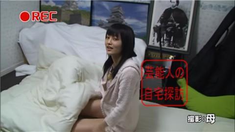 NMB48・山本彩がすっぴん姿で寝室大公開014